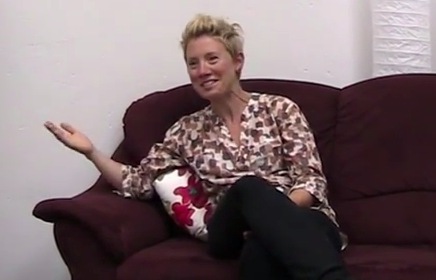 Leslie Dorrough Smith sitting on a couch doing an interview