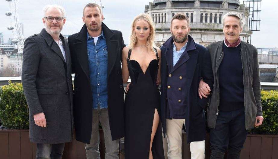 jennifer lawrence poses with male colleagues
